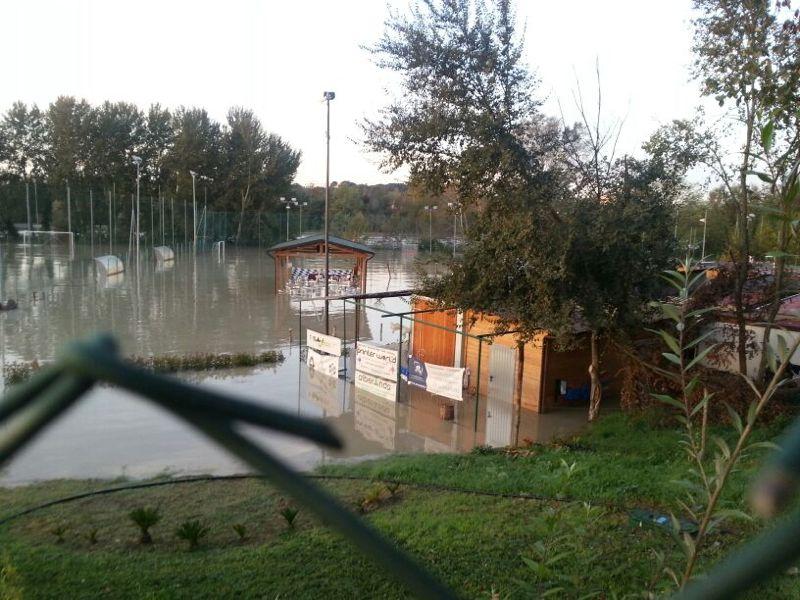 Read more about the article Tevere, allagamenti e danni in IV Municipio, chiusa via dei Prati Fiscali